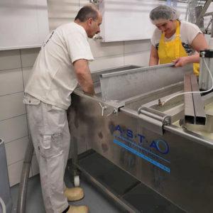 Testujemy nowa wannę samoprasującą.